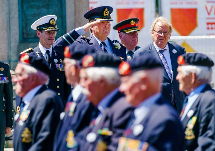 Koning Willem-Alexander nam in 2019 nog wel het defilé af dat door de Haagse binnenstad trok op Veteranendag.