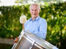 Frans Hazekamp is 90 en speelt nog steeds mee in harmonie St. Remigius in Weerselo: 'Het gevoel voor ritme is er nog altijd'
