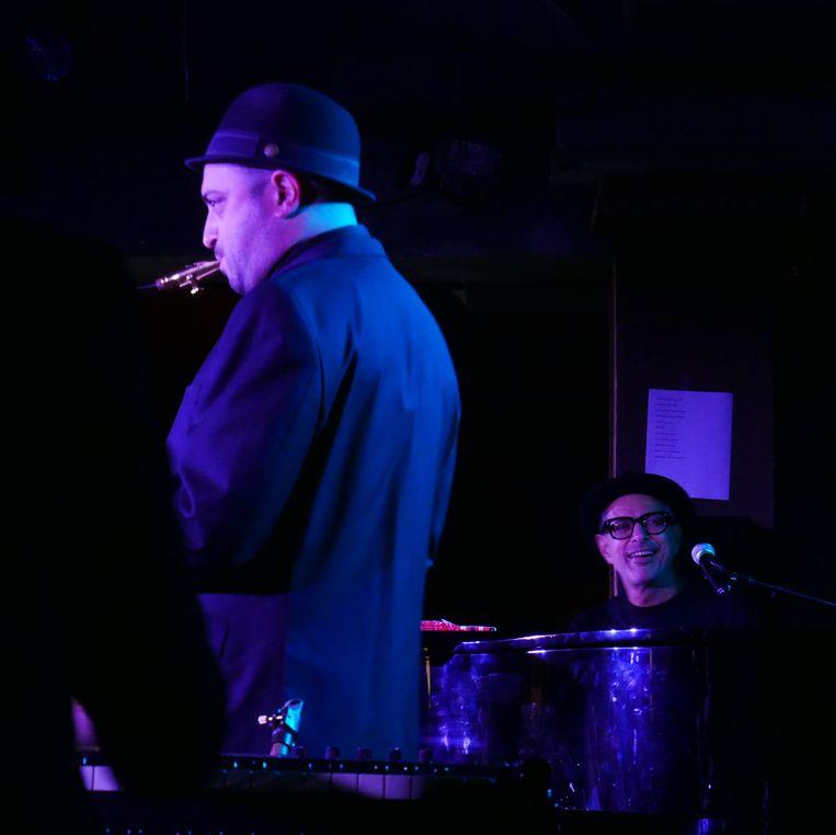 Wanneer hij achter de piano kruipt, concentreert Goldblum zich op het spelen.  Beeld Robin Broos