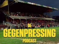 De Gegenpressing Podcast   Co-host Lex Immers, trainingspak met Defqon-petje en naakt in de lift op trainingskamp