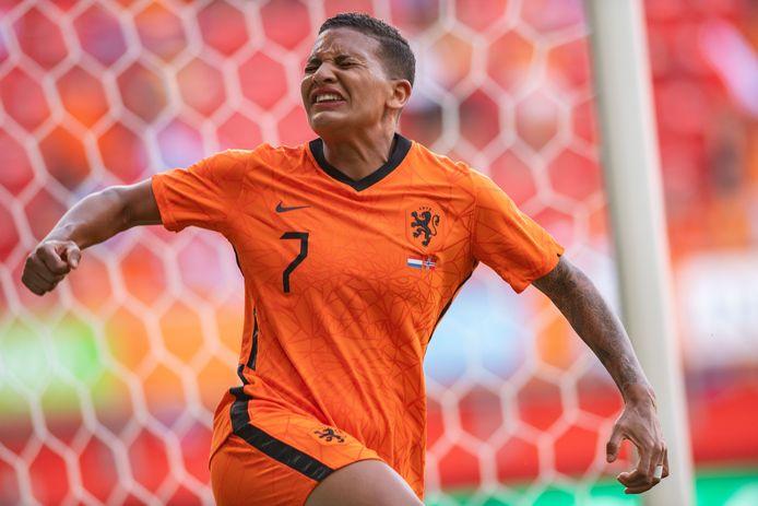 Shanice van de Sanden gaat uit haar dak na haar goal.