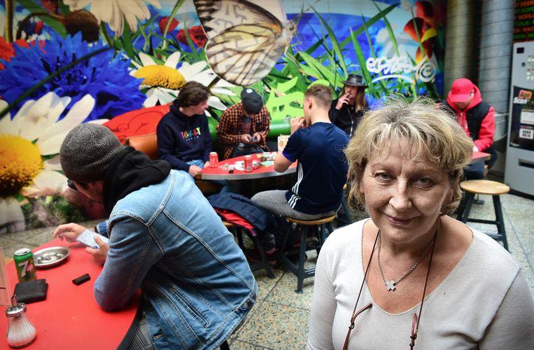 Lisa Lankes, eigenaar van coffeeshop Pink in Eindhoven.  Beeld Marcel van den Bergh