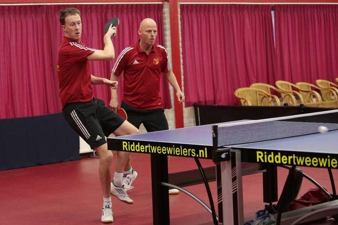 Robin Luijer (l) en Marty Hendriksen dubbelen tegen Disnierats 2.