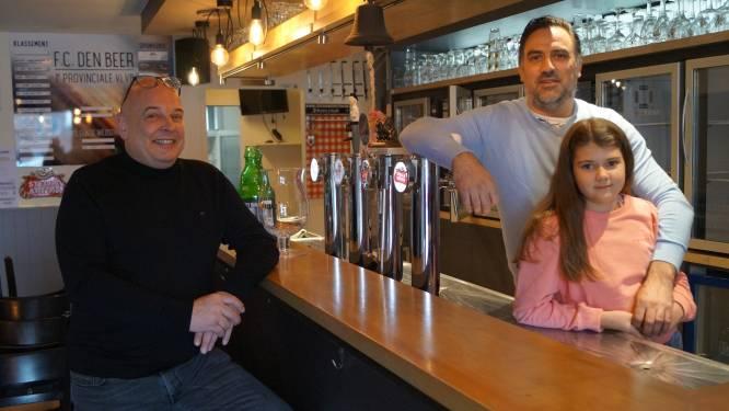 """Niki laat café Den Beer over aan Izegemnaar Hein Dekiere, maar blijft er zelf werken: """"Ik wil wat meer tijd met mijn dochter doorbrengen"""""""