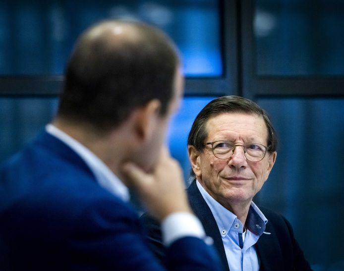 Wim Schellekens van het RedTeam overlegt in de Tweede Kamer.