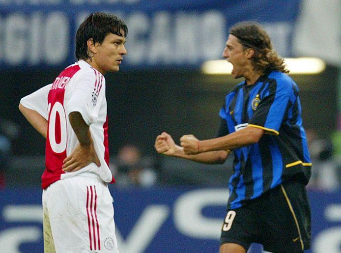 Crespo viert een goal tegen Ajax.