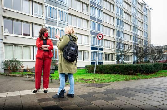 In de wijken praat Stefanie Blokhuizen met bewoners wat er gedaan kan worden aan de woonproblemen