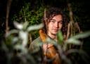 Floris van der Werf  (19) gaat in september studeren in Nijmegen. Hij zoekt geen studentenkamer, maar een stukje grond in of rond Nijmegen waar hij zijn yurt (een soort tent) kan neerzetten.