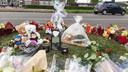 Buurtgenoten en familie herdenken Jayden, die omkwam bij een ongeval op de Ringbaan-Zuid.