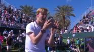 VIDEO. Tennistalent velt topper, waarna hij publiek trakteert op ongeziene show