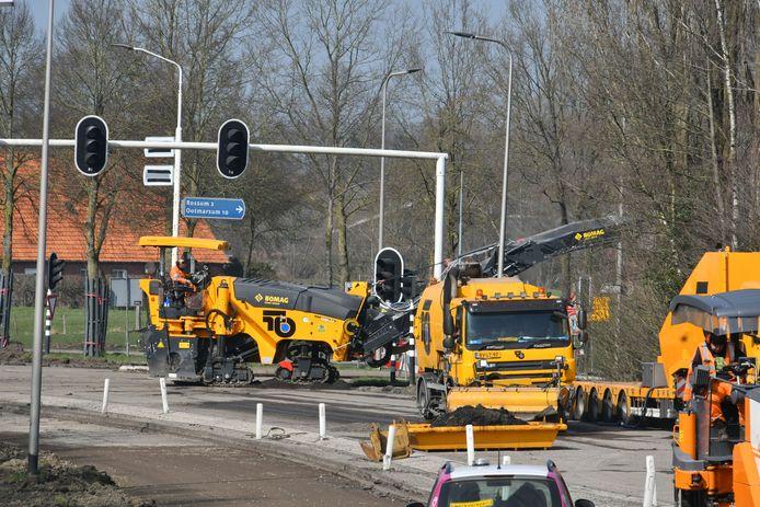 Werkzaamheden op de kruising Oliemolenlaan, Essenlaan en Oldenzaalsestraat waardoor Rossum vanuit de richting Oldenzaal van de buitenwereld is afgesneden.