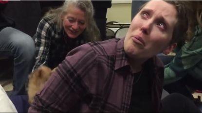 Kankerpatiënte Courtney krijgt de verrassing van haar leven (en er komen puppy's aan te pas)