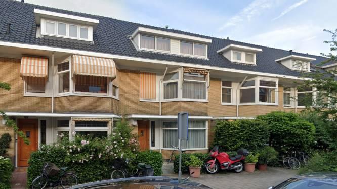 Rijtjeshuis in Amsterdam met simpele badkamer en keuken voor 2 miljoen euro te koop