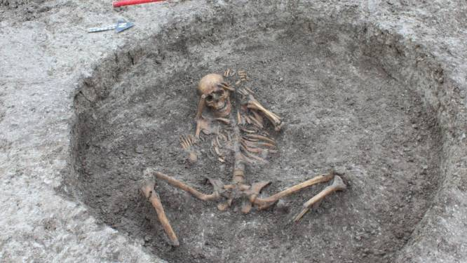 Britse arbeiders vinden 3.000 jaar oude skeletten met afgezaagde voeten bij graafwerken