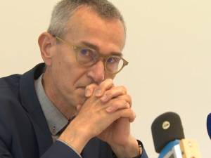 """Le ministre Vandenbroucke ému aux larmes lors de sa visite dans un hôpital liégeois: """"C'est dur"""""""