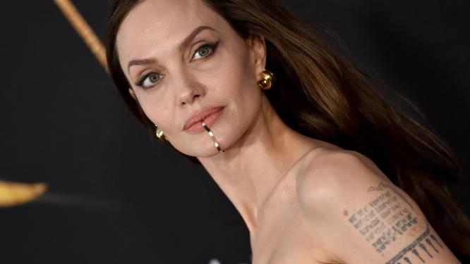 'Face jewels' zijn een trend: juwelen die je kin, neus, oor en volledige gezicht sieren