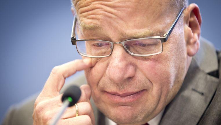 Staatssecretaris Fred Teeven van Veiligheid en Justitie tijdens de persconferentie waarin hij zijn aftreden aankondigt Beeld null