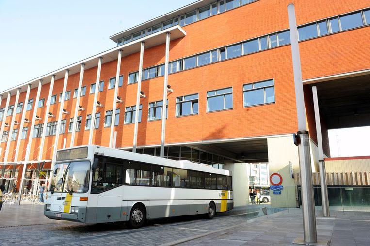 In dit gebouw van De Lijn in Leuven ziet de stad Leuven mogelijkheden om een deel van het stadspersoneel nieuw onderdag te geven.