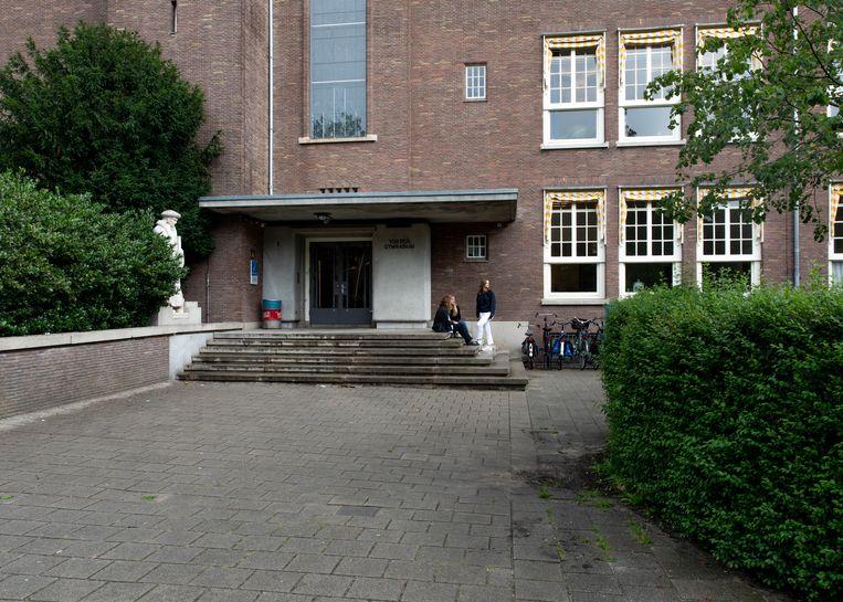 Het Vossius Gymnasium. Beeld Lin Woldendorp