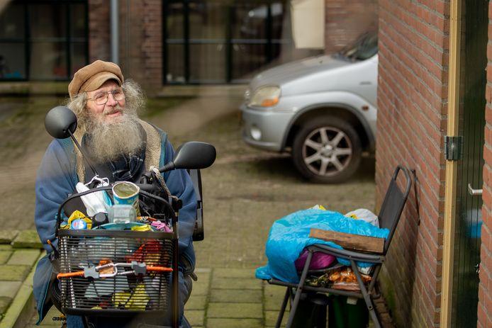 Henk Verkaart uit Druten bij zijn huis.