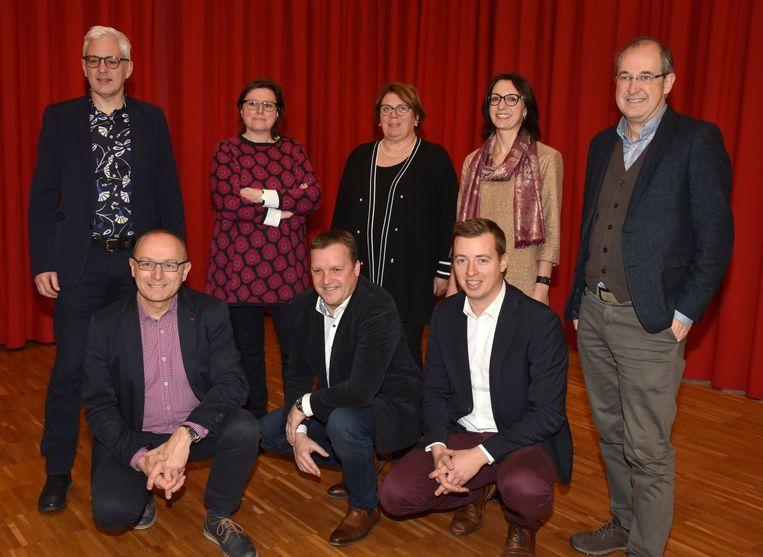 Het toekomstige schepencollege van Turnhout met vooraan Marc Boogers, Paul Van Miert en Hannes Anaf, en achteraan Luc Op de Beeck, Astrid Wittebolle, Els Baeten, Kelly Verheyen en Francis Stijnen