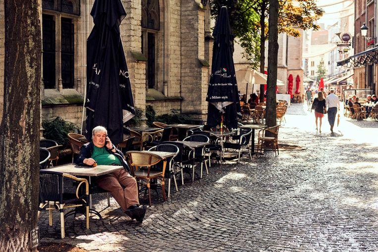 Zelfs bij cafés die hun terrassen konden uitbreiden, blijft de omzet een stuk lager dan voor corona. Beeld Thomas Nolf