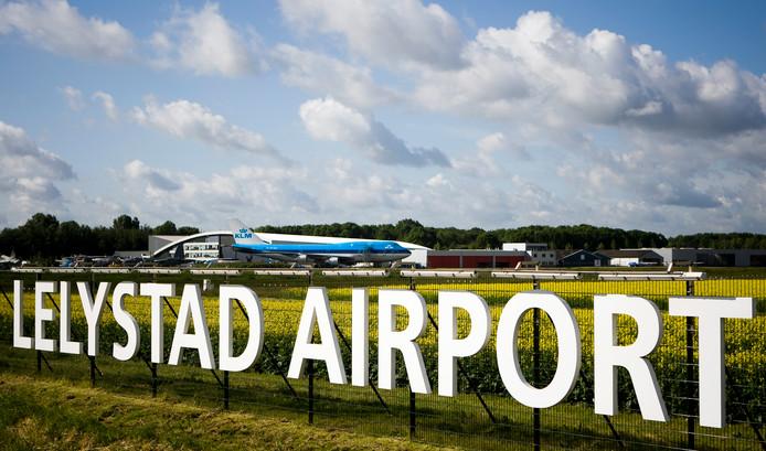 Vliegveld Lelystad Airport op archiefbeeld.