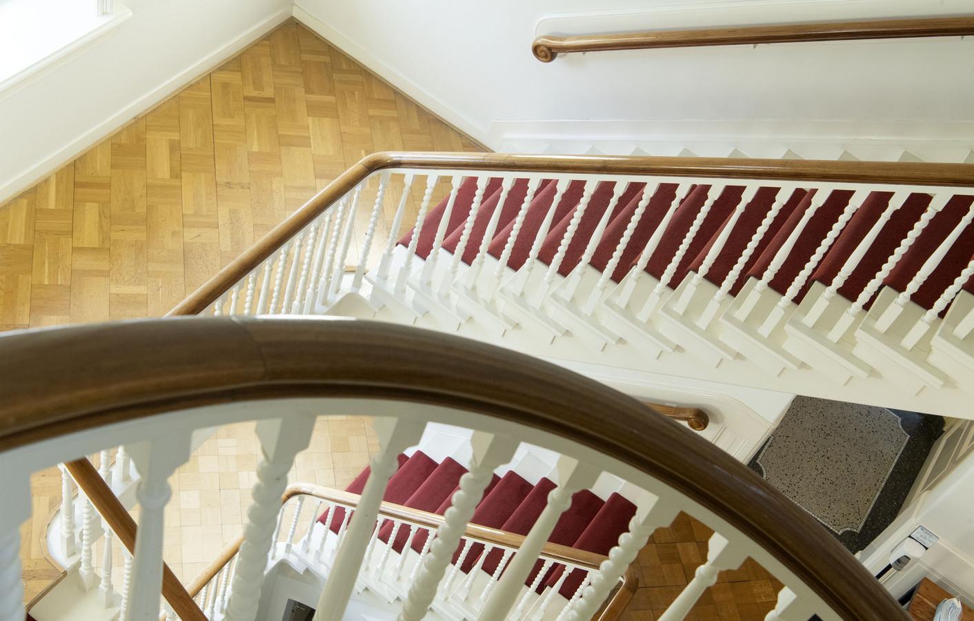 Rijksmonumentale villa Van Heek heeft een prachtige trap.