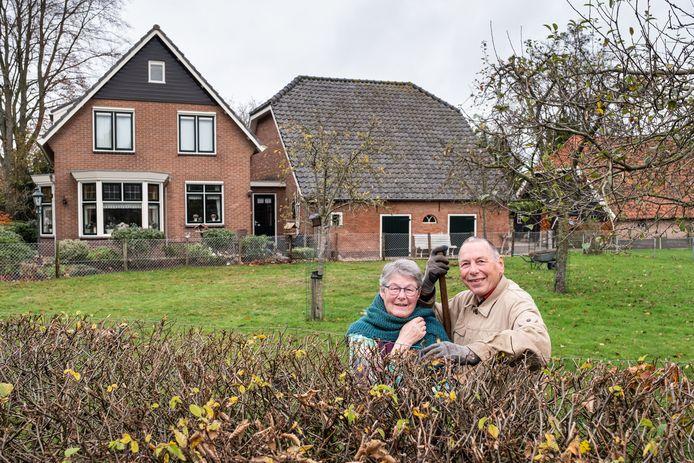 Ans en Jan van Ark, bewoners van de Beulenkamperweg in Nijkerk. ,,Rutte zou hier zonder problemen tussen passen.''