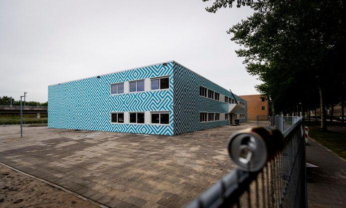 Het schoolpand aan de Naritaweg nabij station Amsterdam-Sloterdijk.