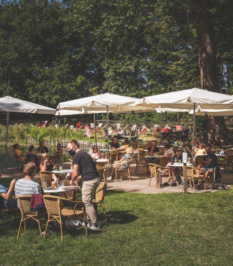 "36 foutparkeerders op de bon aan zomerbar Parkkaffee: ""Kom alsjeblieft met de fiets"""