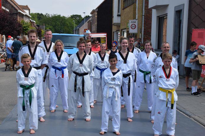 Het team aan de slag in Snellegem.
