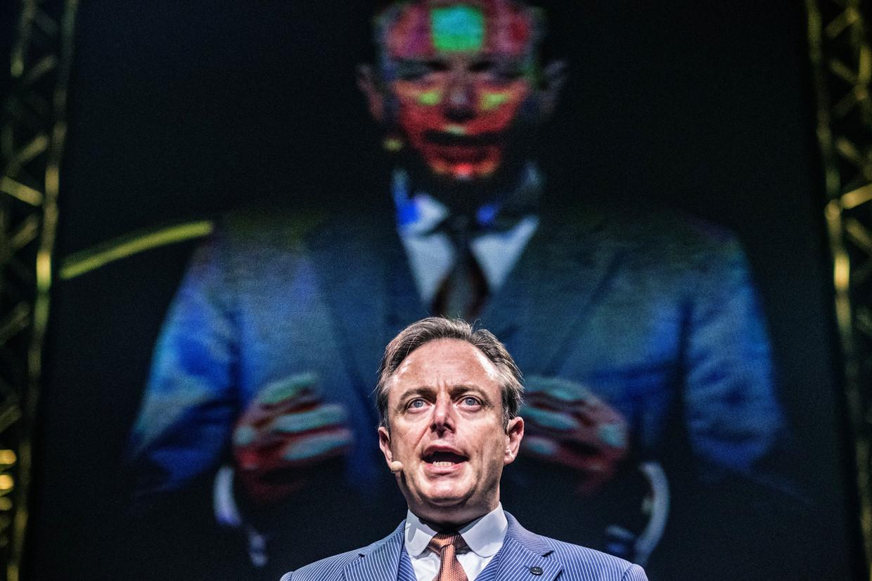Als Bart De Wever iets slim heeft aangepakt, dan is het wel de reactie op de klimaatbekommernissen, schrijft Bart Eeckhout.