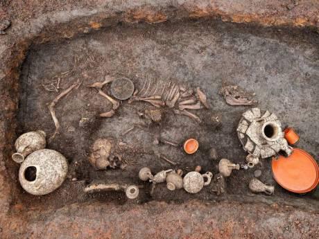 """Découverte d'une sépulture d'enfant """"exceptionnelle"""", vieille de 2.000 ans, en France"""
