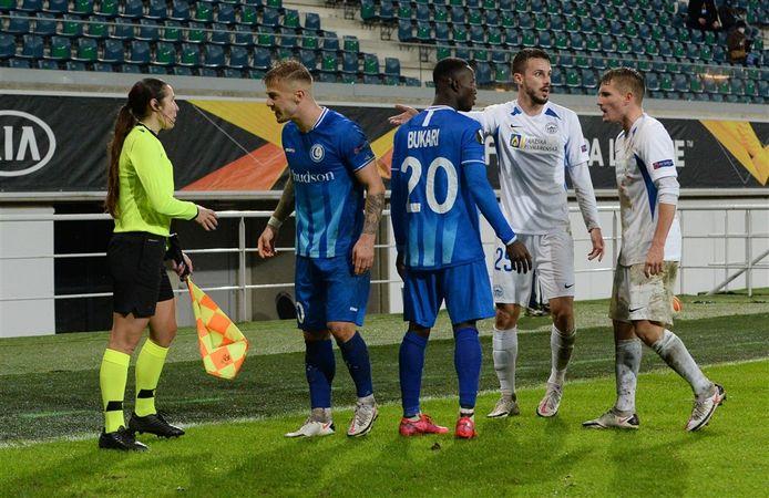 Michal Sadilek (uiterst rechts) tijdens het Europa League-duel van Slovan Liberec met AA Gent.