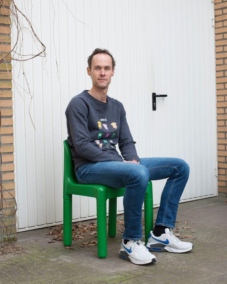 Sander, koopt de racefiets van Gidi die ze een jaar geleden zelf kocht van Kees. Beeld Annabel Miedema