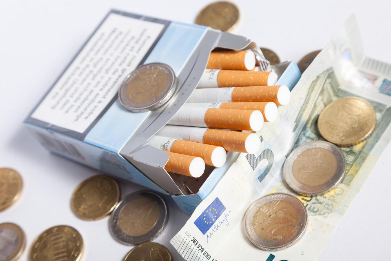 L'augmentation des accises sur le tabac annoncée par le gouvernement fédéral se traduira l'an prochain par une augmentation du prix du paquet de cigarettes de 25 centimes.