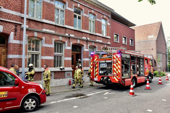 De brand woedde op de zolder van de statige woning uit 1896 van de familie Opsomer, langs de Bissegemstraat in Gullegem.