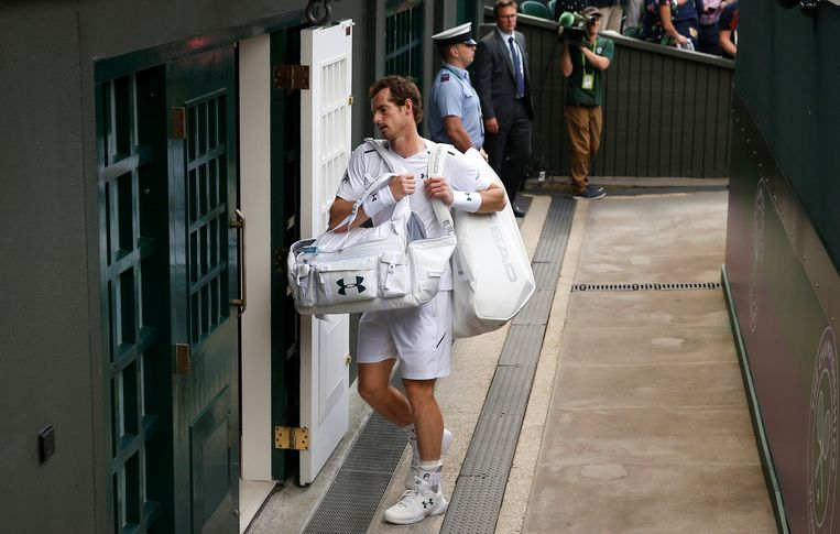 Publiekslieveling Andy Murray druipt af na zijn verloren partij tegen Sam Querrey. Beeld REUTERS