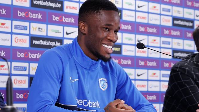 """Iké Ugbo is eindelijk voorgesteld bij Genk en zit meteen in selectie: """"Ik vergelijk mezelf met Cavani: een spits die genoeg heeft aan een halve kans"""""""