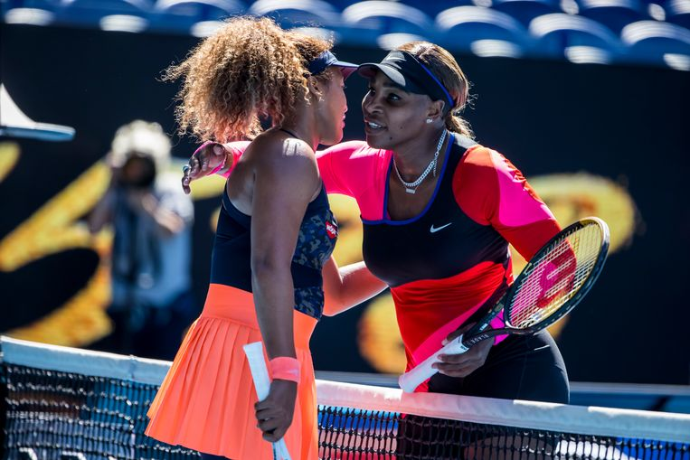 Naomi Osaka toont diep respect voor haar idool Serena Williams. Beeld Photo News