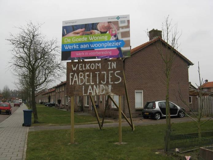 Verschillende plekken in het Schilderskwartier getuigen van de onvrede. foto Henk van 't Veen