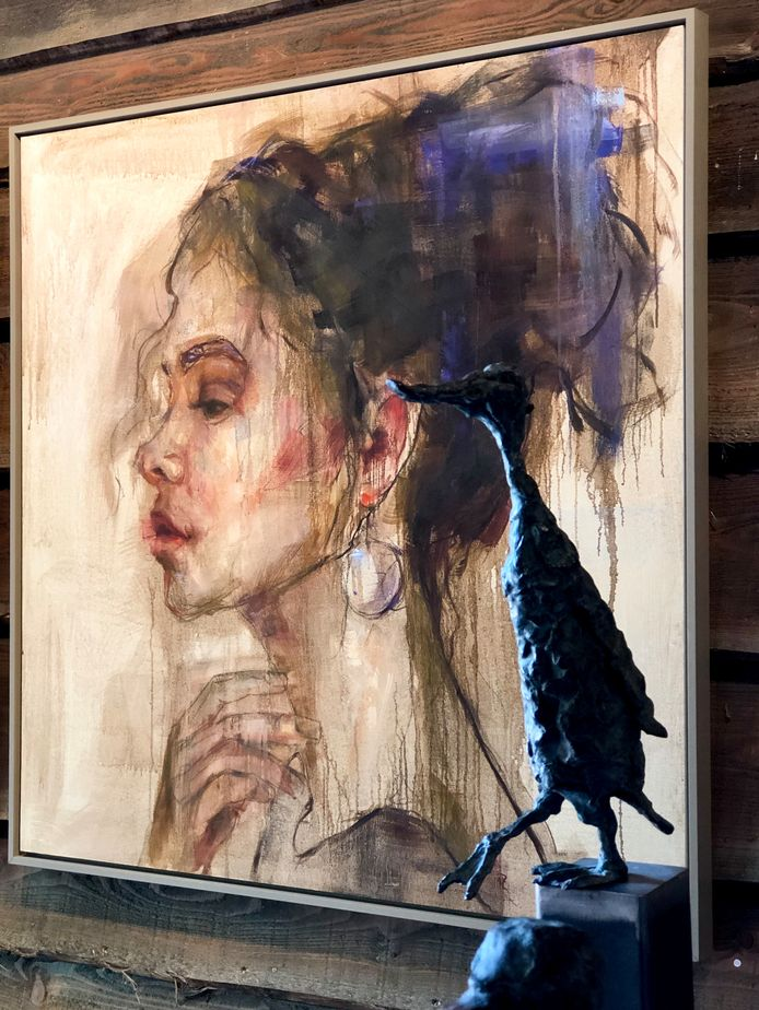 Beeld en schilderij van Mieke Robben.