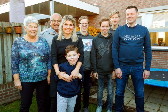 Morris, hier met een groot gedeelte van zijn familie.