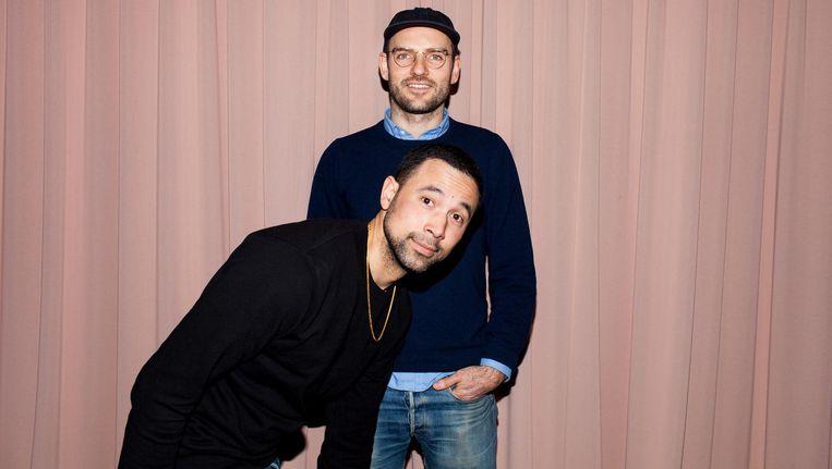 Jolle van der Mast (met pet) en Daniel Archutowski. 'Op onze site zie je meteen de fabriek waar de kleding wordt gemaakt' Beeld Renate Beense