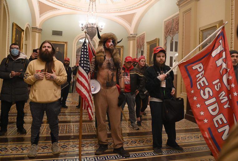 Trump-aanhangers in het Capitool. Er komt geen onderzoek naar hoe dit kon gebeuren, omdat de Republikeinen in de Senaat dit blokkeren. Beeld AFP