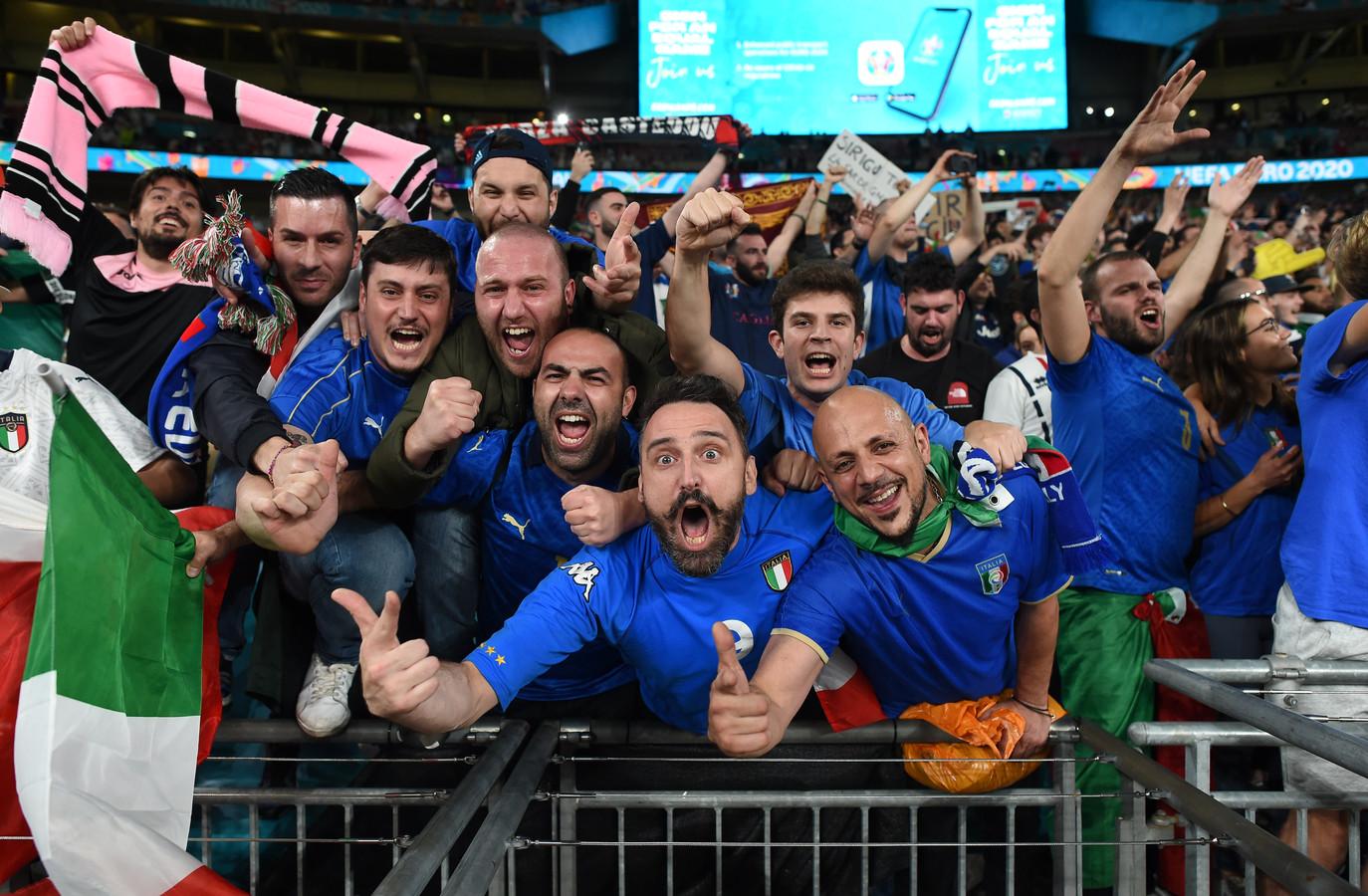 Italiaanse fans gaan uit hun dak na de Europese titel.