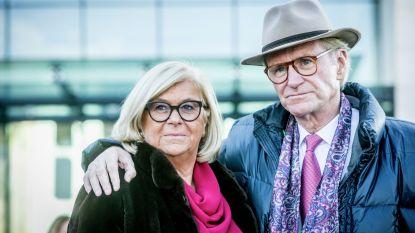 50 paardenkoetsen, één dorpscafé: zo trouwt Willy Naessens met zijn Marie-Jeanne