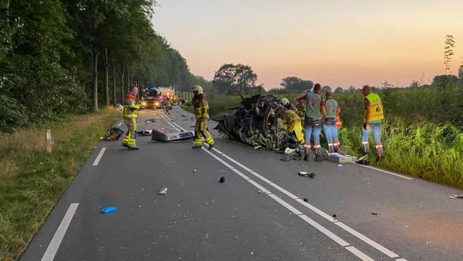Bestuurder uit auto bevrijd door brandweer na zwaar ongeluk in Wilp