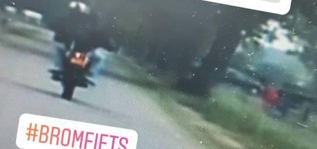 Scheurende bromfietser denkt politie te slim af te zijn, maar vergeet een belangrijk detail